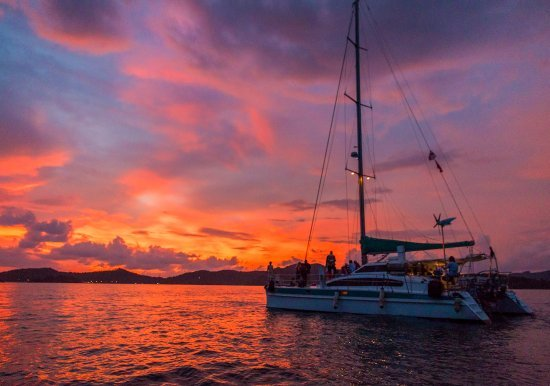 the-sunset-with-the-yacht
